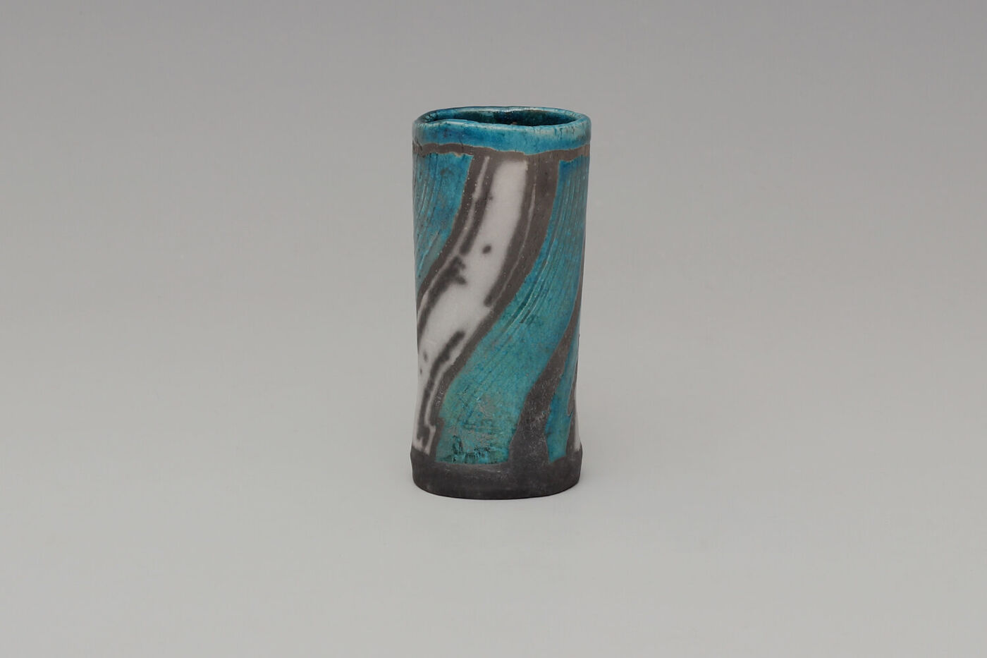 Elizabeth Raeburn Ceramic Vase Form 02