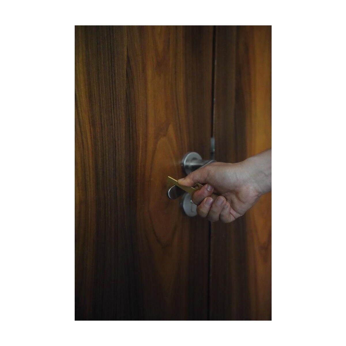 zero contact keychain used on door knobs
